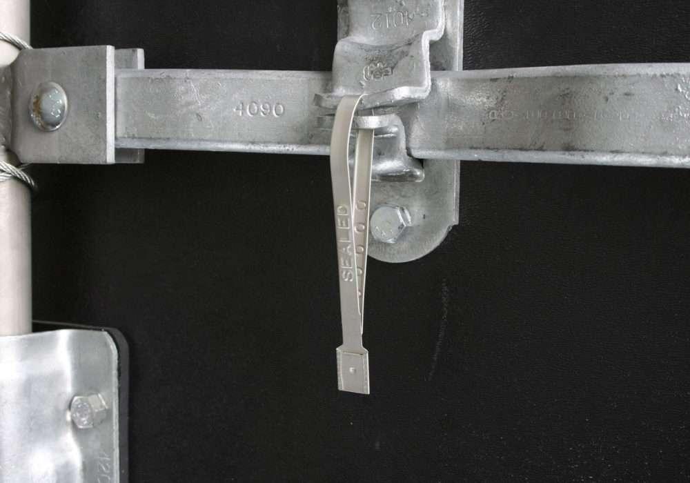 guard_lock_application-locking-trailer-doors